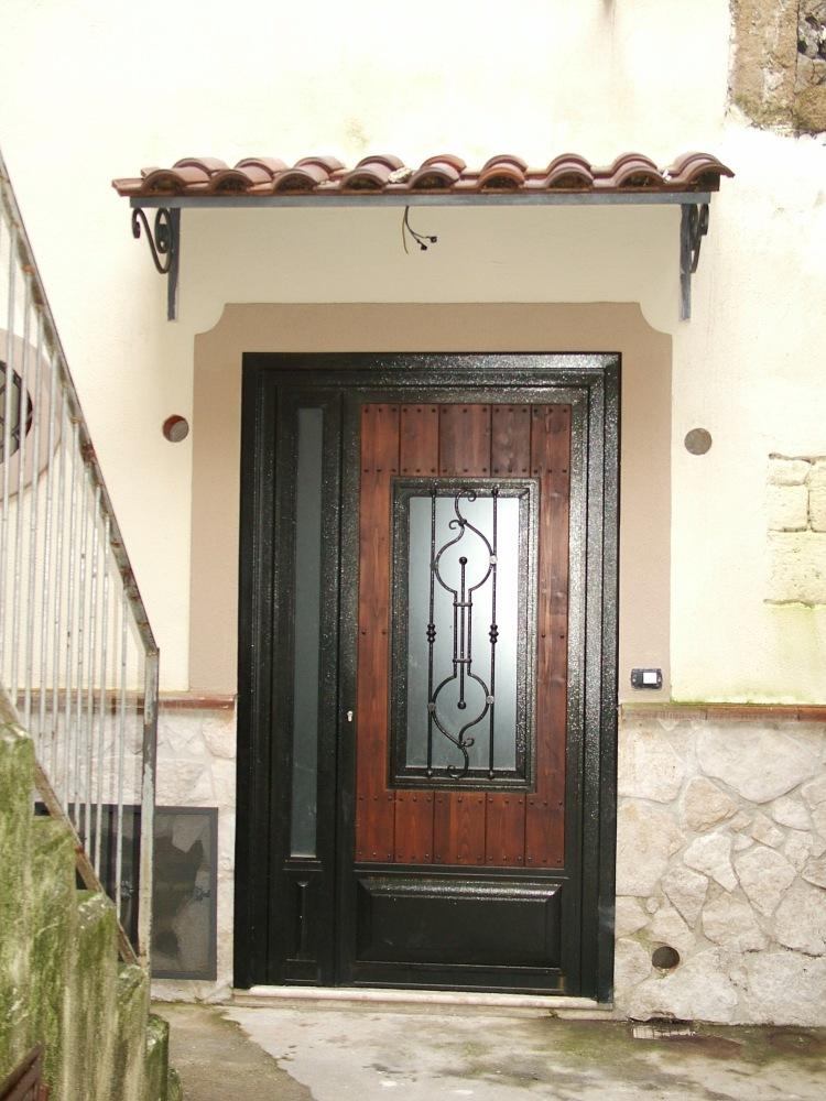 B самом сердце характерного исторического центра Санта Агата ди Готи (BN) в нескольких шагах от Собора продаются апартаменты со смежной стеной около 90 кв.м. (1/6)