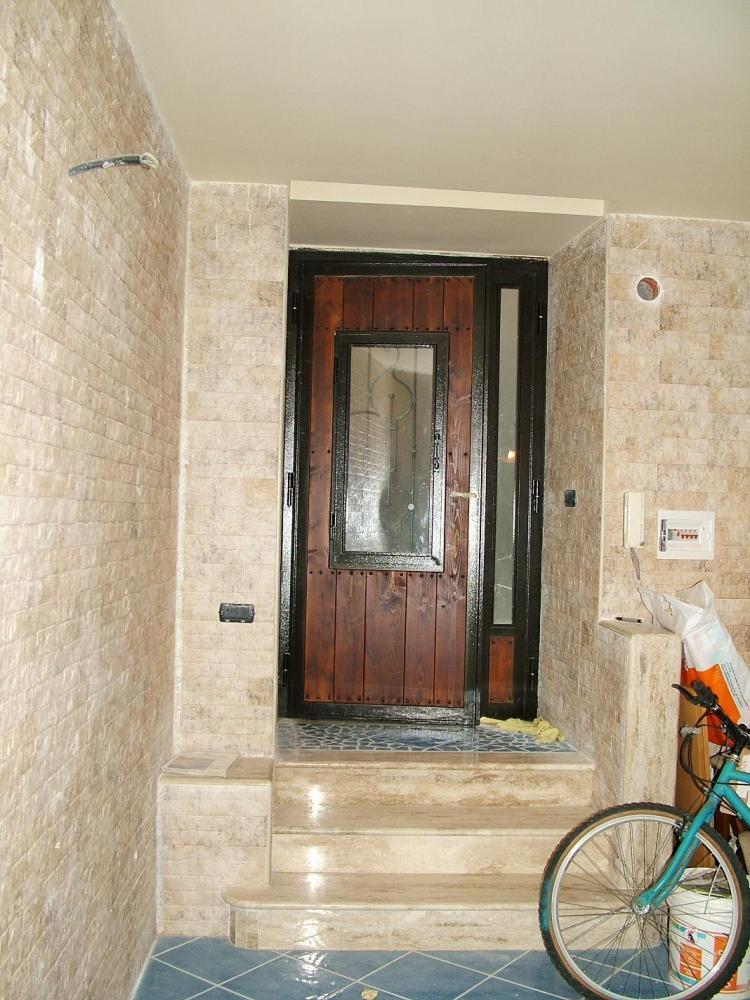 B самом сердце характерного исторического центра Санта Агата ди Готи (BN) в нескольких шагах от Собора продаются апартаменты со смежной стеной около 90 кв.м. (2/6)